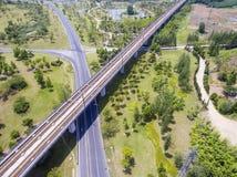 Шоссе и железные дороги стоковая фотография rf