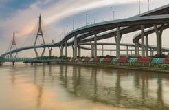 Шоссе кольца города Бангкока промышленное с отражением воды Стоковое Фото