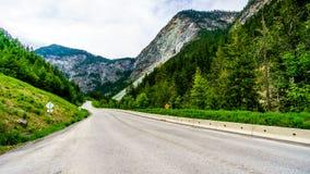 Шоссе 99, дорога в Британской Колумбии, Канада озера Duffy Стоковая Фотография