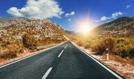 Шоссе страны в осени Дорога осенью стоковое фото rf