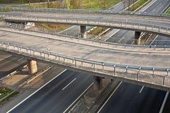 Шоссе с сериями автомобиля в движении Стоковое Изображение RF