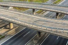 Шоссе с сериями автомобиля в концепции спешкы движения Стоковое фото RF