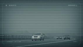 Шоссе CCTV туманное с проходить автомобилей иллюстрация штока