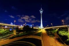 Шоссе Taffic под башней Макао Стоковое Изображение