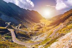 Шоссе Transfagarasan, вероятно самая красивая дорога в стоковое фото rf