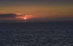 Шотландия на горизонте на заходе солнца стоковое фото rf