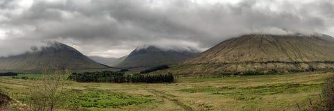 Шотландская панорама гористых местностей стоковые изображения
