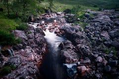 Шотландские водопад и утесы Стоковая Фотография RF