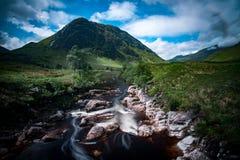 Шотландские водопад и утесы Стоковые Фото