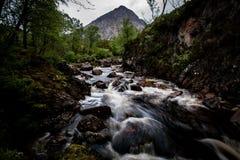 Шотландские водопад и утесы Стоковые Изображения