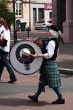 Шотландские музыканты во время демонстрации для мира стоковые изображения