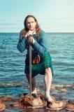 Шотландский человек с шпагой на море Стоковое Изображение