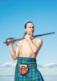 Шотландский человек с шпагой Стоковые Изображения RF