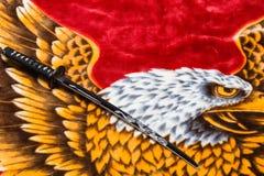 Шпага Katana на предпосылке орла Стоковое Фото