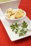 шпинат пюра петрушки croutons хлеба Стоковые Фотографии RF