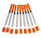 Шприцы при оранжевые изолированные крышки. Впрыски Стоковые Изображения RF