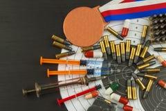 Шприц и медали Давать допинг в спорте стрельбы Злоупотребление анаболических стероидов для спорт Обман в биатлоне Стоковое Изображение