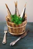 Шпротины в деревянных бочонках с травами Стоковое Изображение