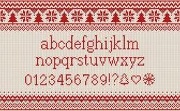 Шрифт рождества Связанный латинский алфавит на безшовной связанной картине с снежинками и елью Нордический справедливый остров вя иллюстрация штока