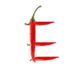 Шрифт сделанный из горячего изолированного перца красного chili на бело- письме e Стоковое Изображение RF