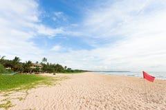 Шри-Ланка - Ahungalla - предупреждение эмблемы революции на пляже Стоковая Фотография