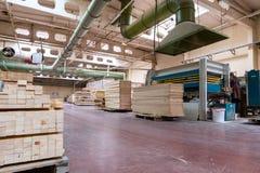 Штабелированная деревянная продукция тимберса сосны для обрабатывать, мебель стоковое изображение