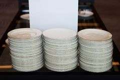 Штабелированные белые керамические плиты Стоковые Изображения