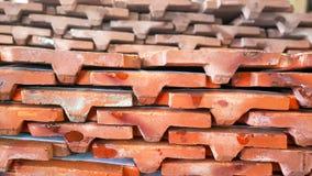 Штабелированные оранжевые плитки крыши Стоковая Фотография