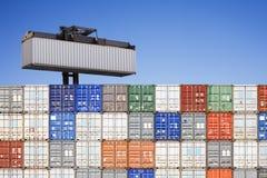 штабелированный грузить контейнеров Стоковые Изображения RF
