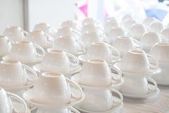 Штабелированный много белой кофейной чашки Стоковые Изображения RF