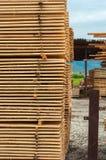 Штабелировано вверх по древесине стоковая фотография rf