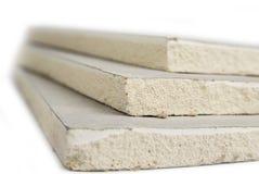 Штабелировать белых панелей, гипсокартона или штукатурной плиты гипса стоковое фото rf
