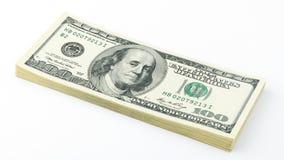 Штабелируйте американскую долларовую банкноту денег 100 на белой предпосылке Банкнота США 100 Стоковая Фотография RF
