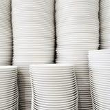 Штабелированные белые плиты Стоковые Фото