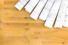 Штабелированные крены архитектурноакустических чертежей и планов дома Стоковое фото RF