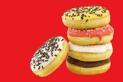 Штабелированные сортированные красочные застекленные donuts с брызгают Стоковое фото RF