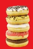 Штабелированные сортированные красочные застекленные donuts с брызгают Стоковое Изображение RF