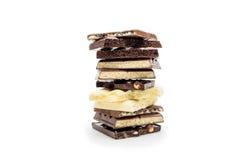 Штабелированные части сладостного шоколада изолированные на белизне Стоковое фото RF