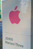 Штабы Яблока на бесконечном цикле в Cupertino Стоковое Изображение