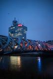 Штабы RTS и ` s птицы гнездятся мост в Женеве стоковые фото