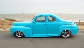 Штанга классического голубого Coupe Форда горячая Стоковые Изображения RF