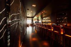 штанга предводительствует встречный пустой ресторан стоковая фотография