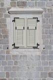 Штарки окна закрытые белые, Черногория Конец-вверх Стоковое Изображение RF