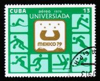 Штемпель почтового сбора Кубы показывает эмблему Universiade в Мексике 1979, около 1979 Стоковые Изображения