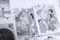 Штемпеля почтового сбора, волейбол и баскетбол, Олимпиады резвятся стоковые фотографии rf