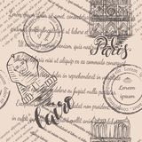 Штемпеля, собор Нотр-Дам и сфинкс с помечать буквами Париж и Каир, безшовную картину на бежевой предпосылке стоковые фотографии rf