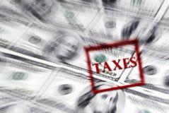 Штемпель налогов просигналил с наличными деньгами Стоковые Фотографии RF
