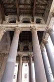 Штендеры пантеона с конструкцией потолка, Римом стоковая фотография