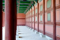 Штендер расположен внутри дворец Gyeongbokgung Стоковое фото RF