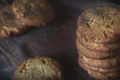 Штендер сделанный из печений среди других печений с циннамоном стоковое фото